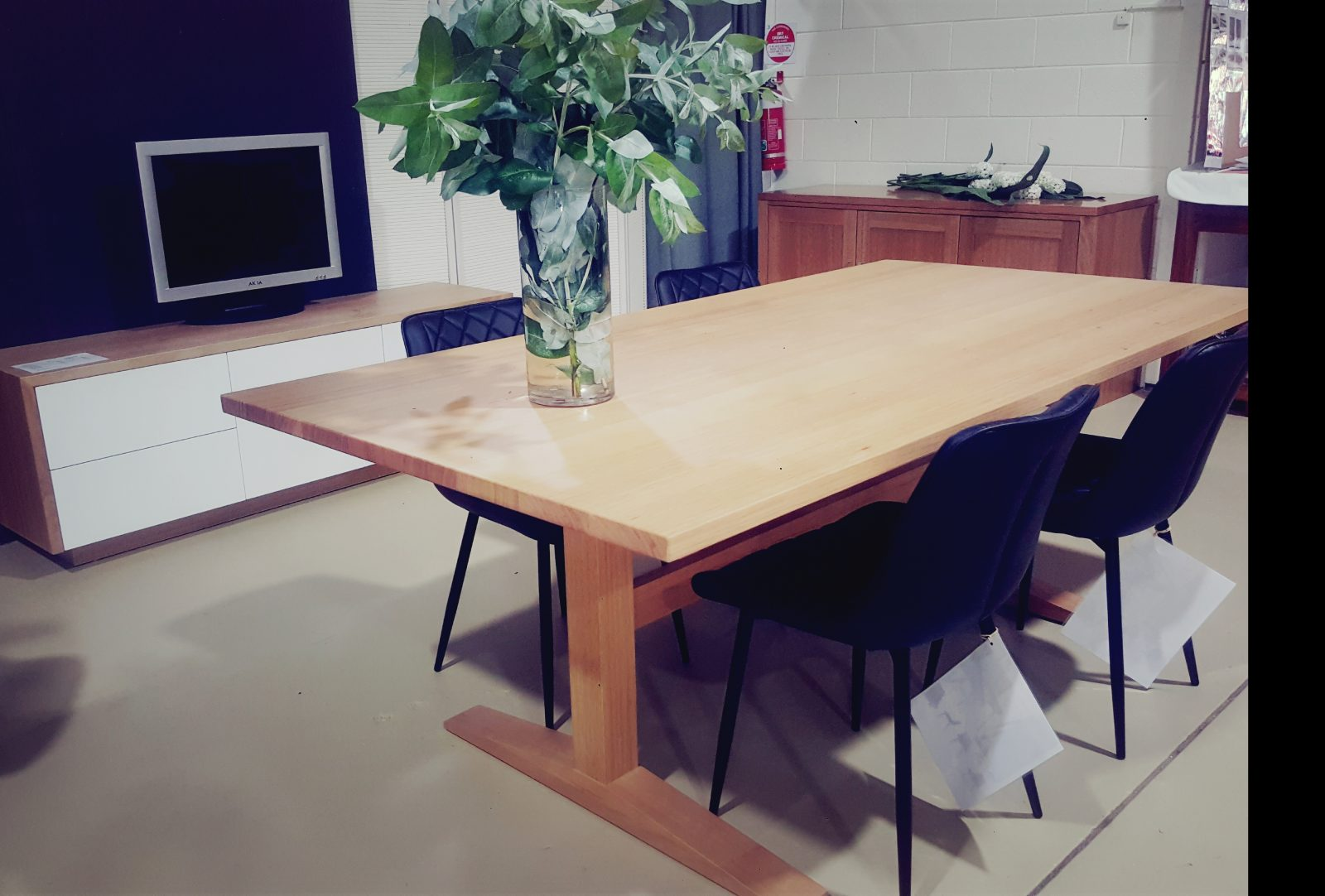 Athelstone Dining table Image